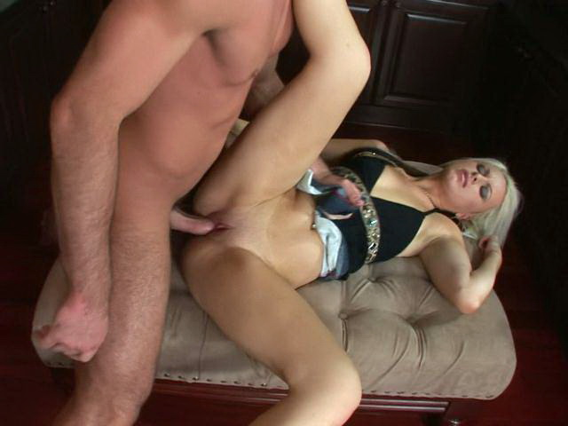 Blue Witnessed Blond Sex Industry Star Barbie Addison Displaying Off Her Figure